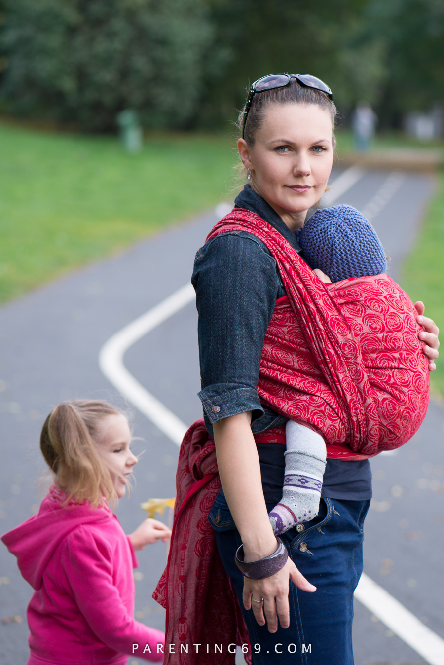 babywearing-wrap-oscha-slings-roses-aphrodite-red-124