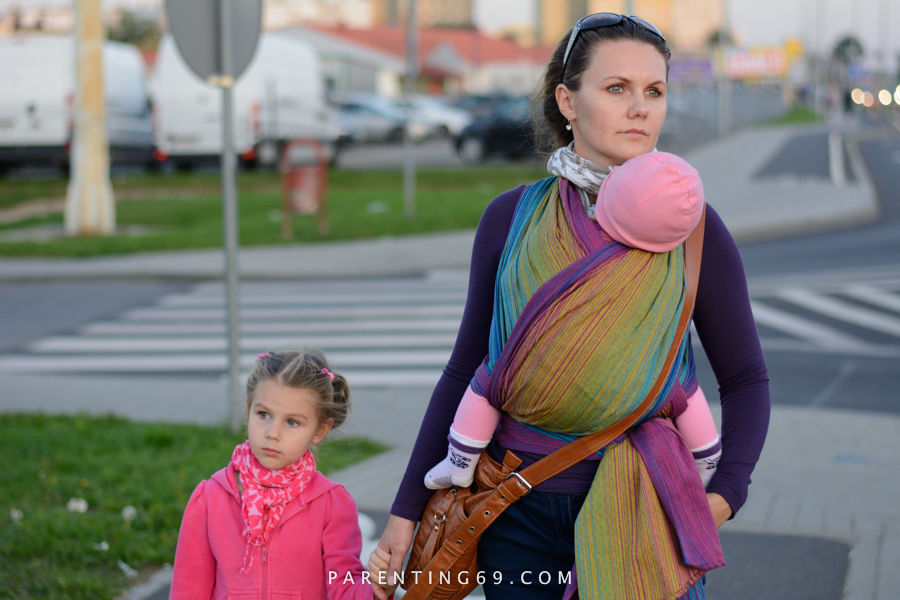 babywearing-wrap-pellicano-mauris-street-photo-106
