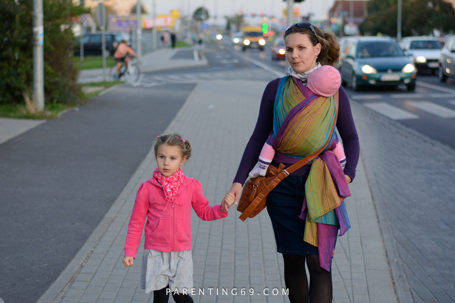 babywearing-wrap-pellicano-mauris-street-photo-107