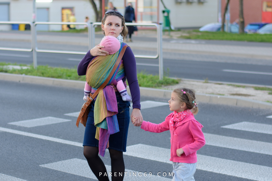 babywearing-wrap-pellicano-mauris-street-photo-110