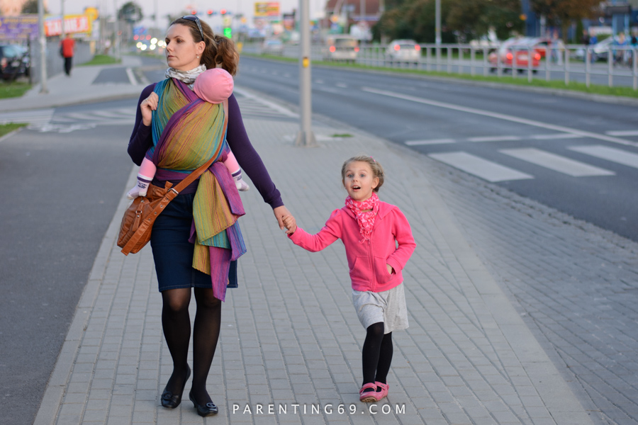 babywearing-wrap-pellicano-mauris-street-photo-112