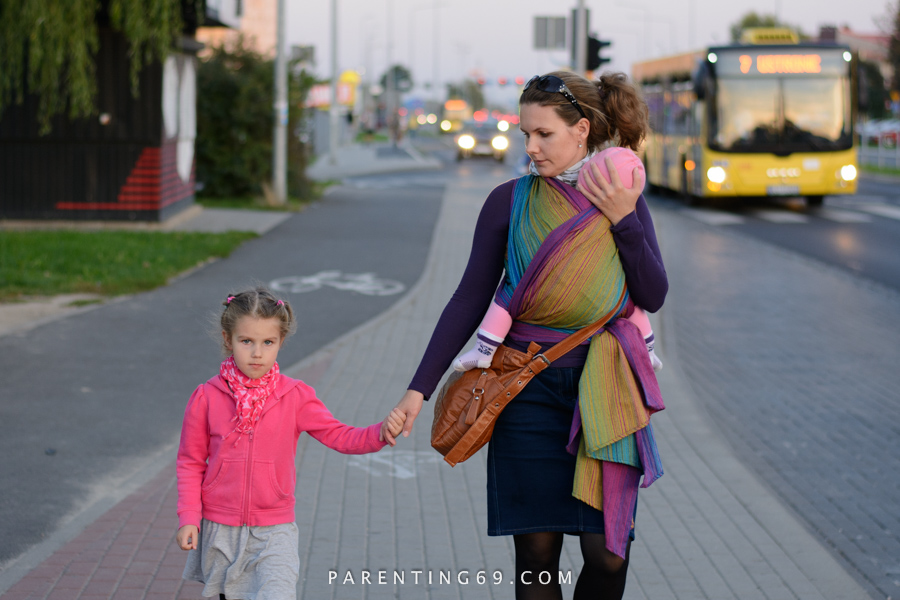babywearing-wrap-pellicano-mauris-street-photo-115