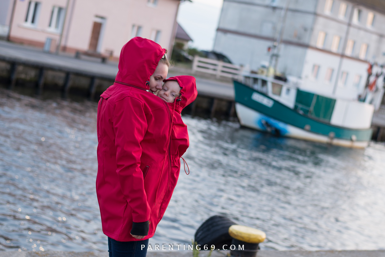 DSC_1621-twiga-babywearing-coat-for-two-red-softshell