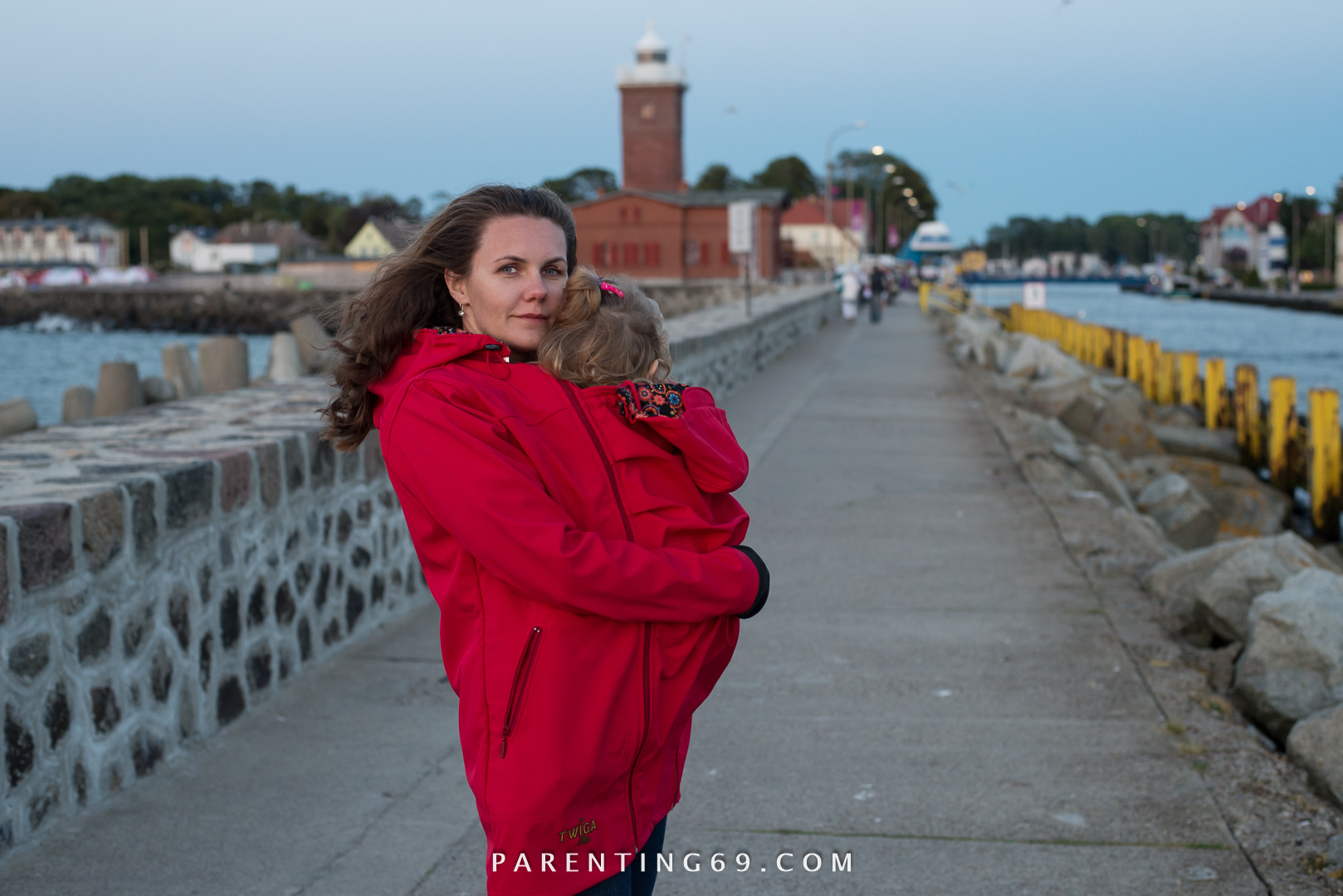 DSC_1670-twiga-babywearing-coat-for-two-red-softshell