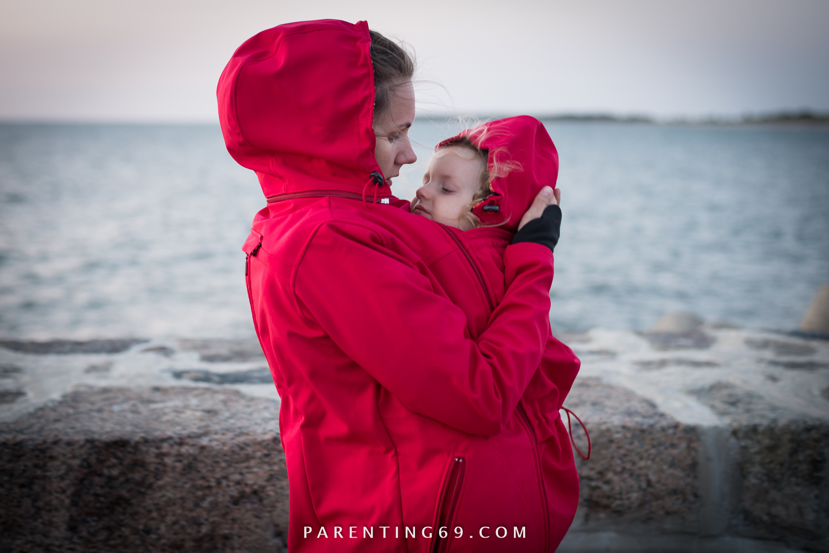 DSC_1684-twiga-babywearing-coat-for-two-red-softshell